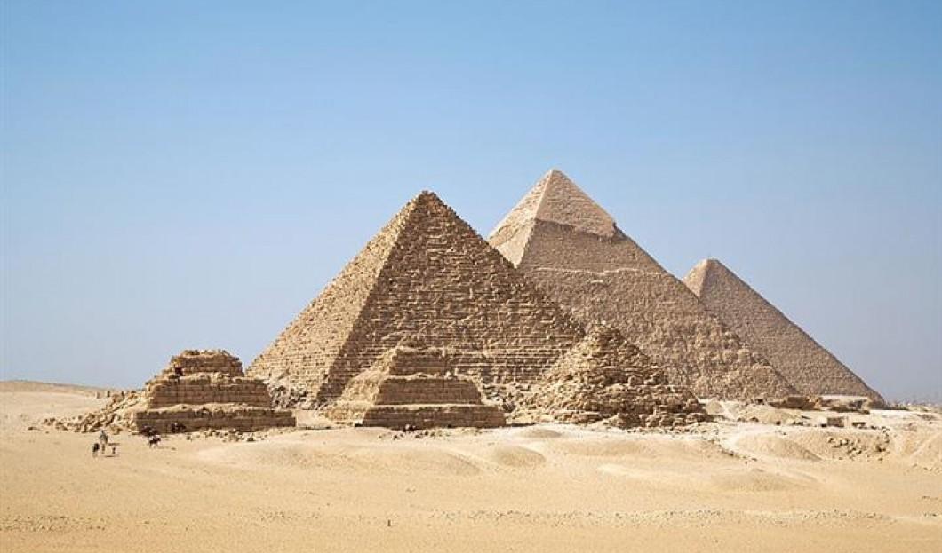 9) Pyramides de Gizeh, Le Caire, Egypte