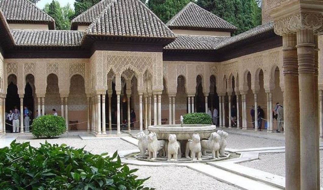 8) Alhambra, Grenade, Espagne