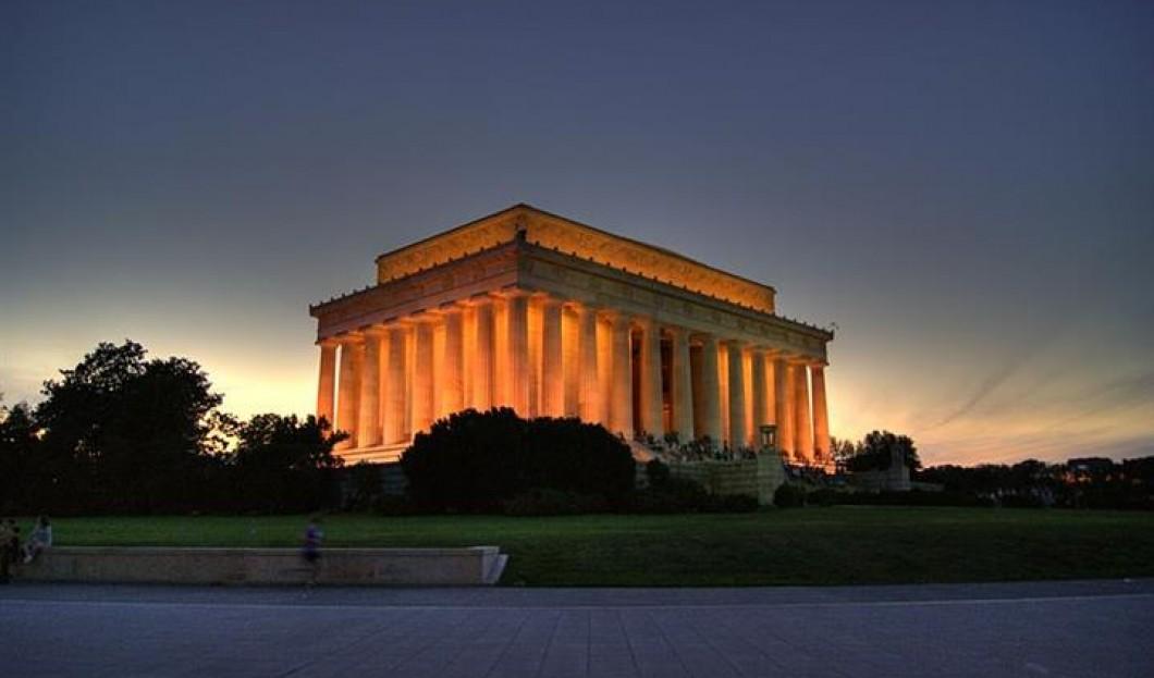 5) Lincoln Memorial, Washington D.C., USA
