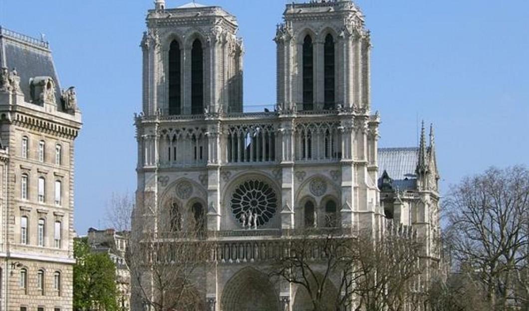 1) Notre-Dame de Paris, Paris, France