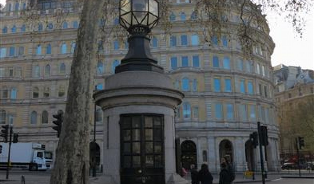 Le Commissariat le Plus Petit Du Monde, Trafalgar Square